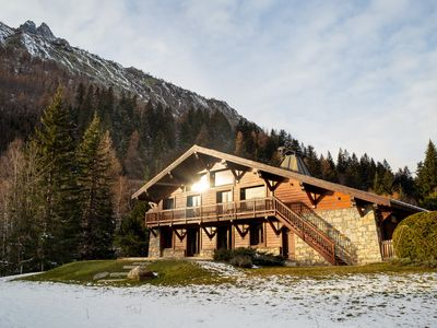 Photo for 4 bedroom Chalet, sleeps 8 with FREE WiFi and Walk to Shops