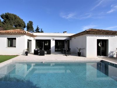 Photo for Cavalaire-Sur-Mer: Magnificent villa with swimming pool 800m from the beaches