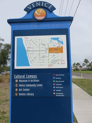 1 Block from Gulf of Mexico, Venice Beach, and 3 blocks to downtown Venice.