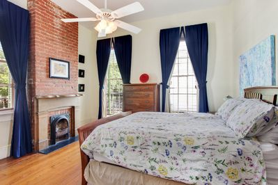 Charming bedroom, luxuriate in comfort in the Queen size bed.