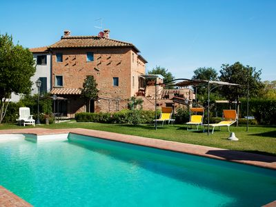 Photo for Traditional Tuscan manor in the countryside with private pool, BBQ, pizza oven