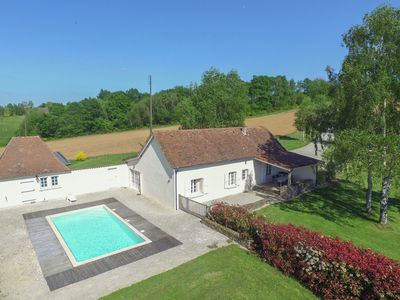 Photo for Villa with panoramic views, large garden, covered terrace and heated pool.