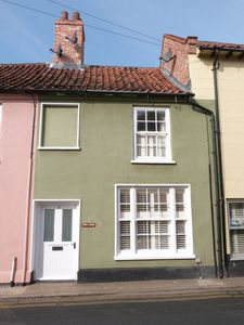 Photo for Grade II Listed Characterful Cottage In The Coastal Town Of Wells-Next-The-Sea
