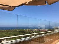 Great apartment, wonderful location, so close to the beach. We loved the wooden walkway at the beach