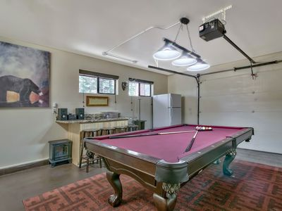 Mountain Magic In South Lake Tahoe Mountain Magic Perfect - Pool table in garage
