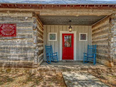 Photo for Dog-friendly cabin with a fireplace & tasting rooms on-site!