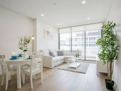 Photo for Stylish two bedroom apartment close to CBD