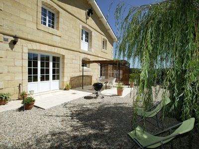 Photo for Experience a relaxing holiday on a Bordeaux family winery 20 min from Bordeaux
