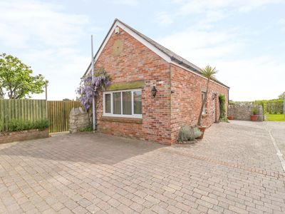 Photo for THE BARN, family friendly, with a garden in Weymouth, Ref 977837
