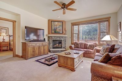 2345 Red Hawk Townhome - a SkyRun Keystone Property - Living Room