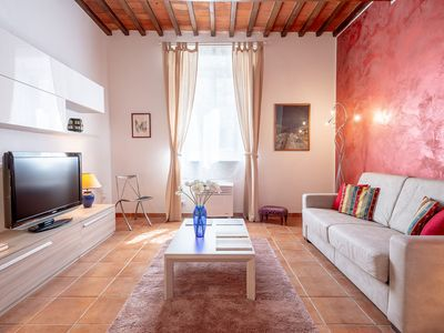 Photo for Apartment to rent Santa Rosa, just steps to the lungarno Santa Rosa into the heart of Santo Spirito