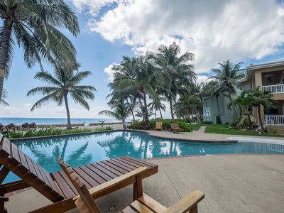 Pool with swim-up bar, beach and ocean view, close to town!