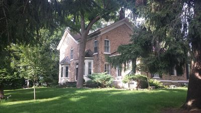Historic registry farmhouse w/country feel, but close to Notre Dame!