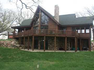 Stunning Log Cabin Getaway Near Lake Beulah *Pool Table*Grill