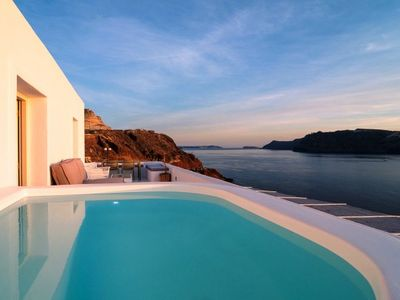 Photo for Junior sunset view suite in Oia