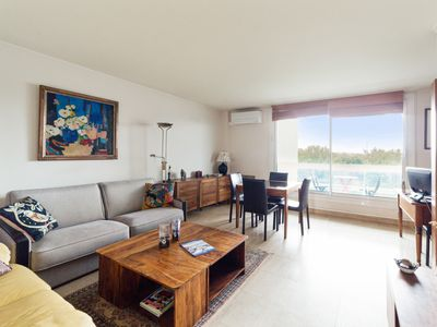 Photo for Charming one-bedroom with A/C and terrace near La Défense – Welkeys