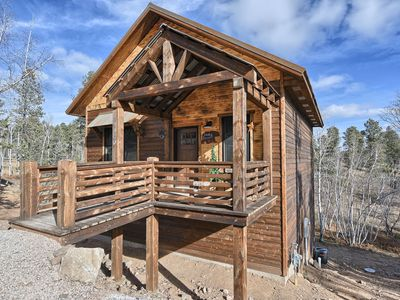 Modern Rustic 3 BR Cabin with Hot Tub! - Access to Heated Swimming Pool!