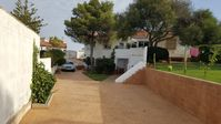 Horacio was very welcoming, and the apartment is in a fine location for visiting La Donana park.