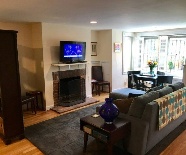Upscale Capitol Hill Flat Near Monuments PARKING