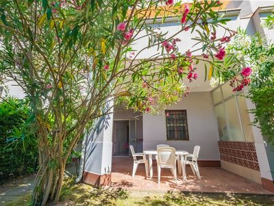 Photo for Beautiful apartment for 6 guests with pool, TV, balcony, pets allowed and parking