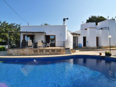 Photo for Beautiful Villa with 4 bedrooms. Beachside. Great pool. Wifi. AA / CC