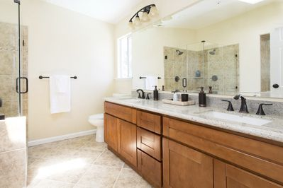 Master bathroom with Jacuzzi tub and double shower heads - 2nd floor