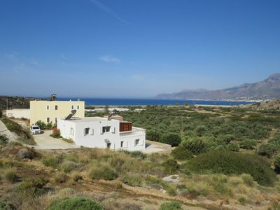 Photo for Beautiful spacious villa, large plot, 600m of sandy beach, near Makry Gialos, SE