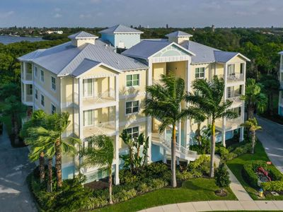 Photo for NEW TO MARKET, Close to Anna Maria Island Beaches,  Community Pool, Restaurants and Shopping nearby.