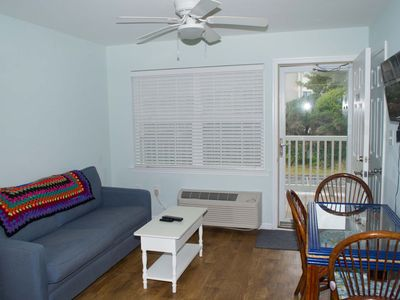 Photo for Oceanside, completely remodeled one bedroom efficiency w/beach access & pool!