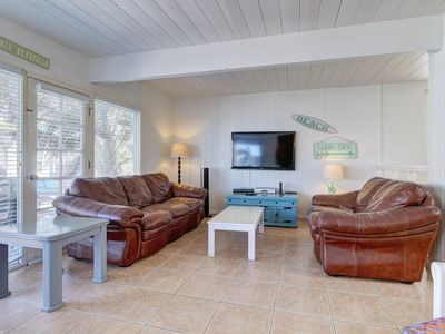 Mission Beach home w/ocean views !! Enjoy dinner al fresco on nice patio!