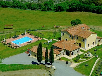 Photo for Agriturismo in the Val d'Orcia with swimming pool and beautiful view