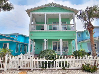 Photo for Birds of Paradise: 2 Pools, Pets, Close to Beach, Free Netflix, Garage Access