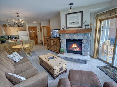 Photo for Great condo in the Village! 2 Hot Tubs, Pool Table,  Walk to Summer Festivals & activities!