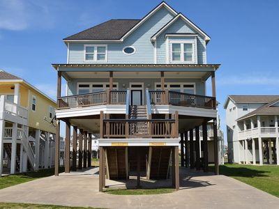 Photo for 4 bedroom beachfront centrally located -Tradewinds