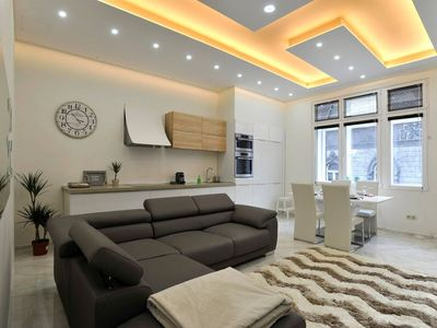 Photo for Apartment in the center of Budapest with Air conditioning, Lift, Washing machine (554206)