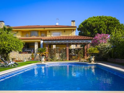 Photo for CAVET Villa  with private pool and barbecue zone