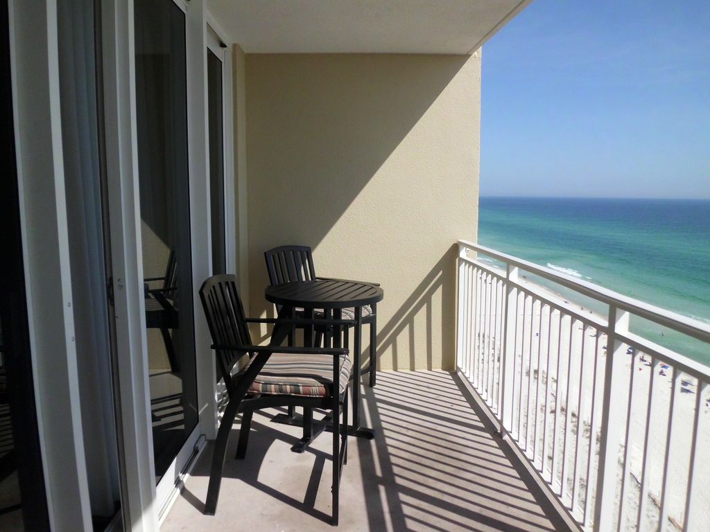 Great rates book now view of the emerald waters from for The balcony book