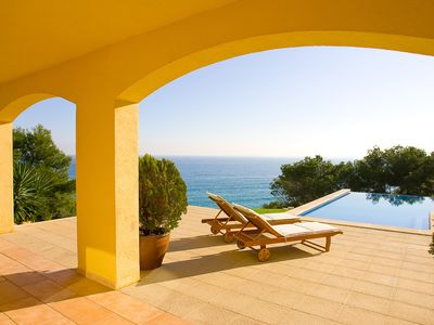 Photo for Luxury seaside villa with infinity pool, chimney and air conditioning
