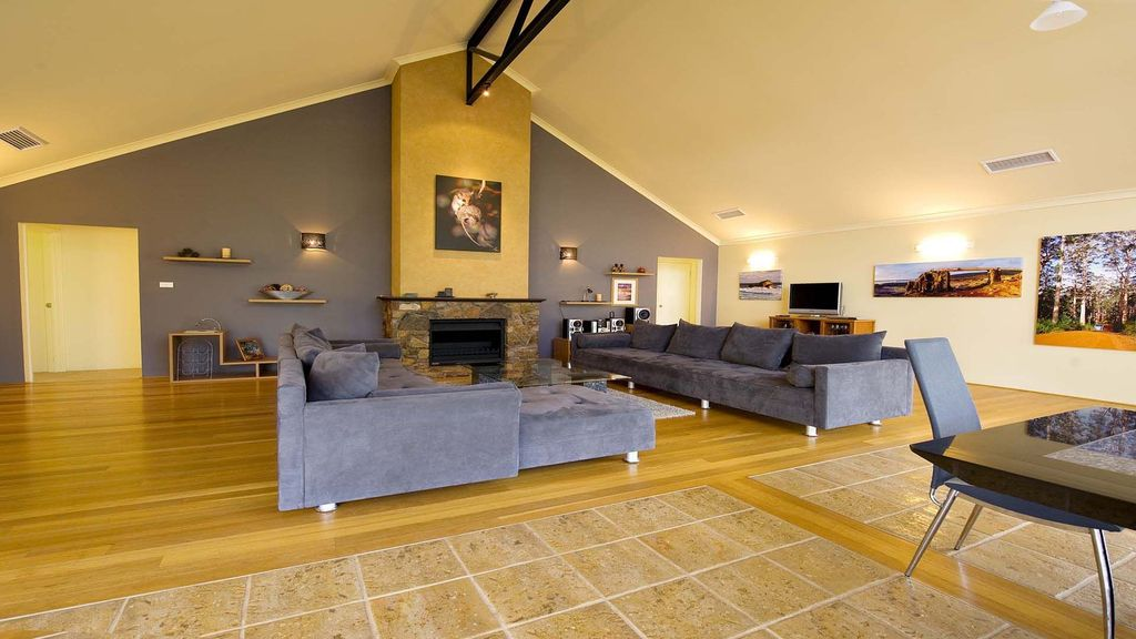 Serendipity - Large and stylish home.