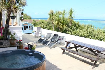 Patio Hot tub with view to the sea