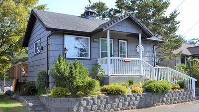 Photo for 2Bd/2Ba Darling Beach Cottage 3 Mins to Beach, Back Deck for Quiet Evenings