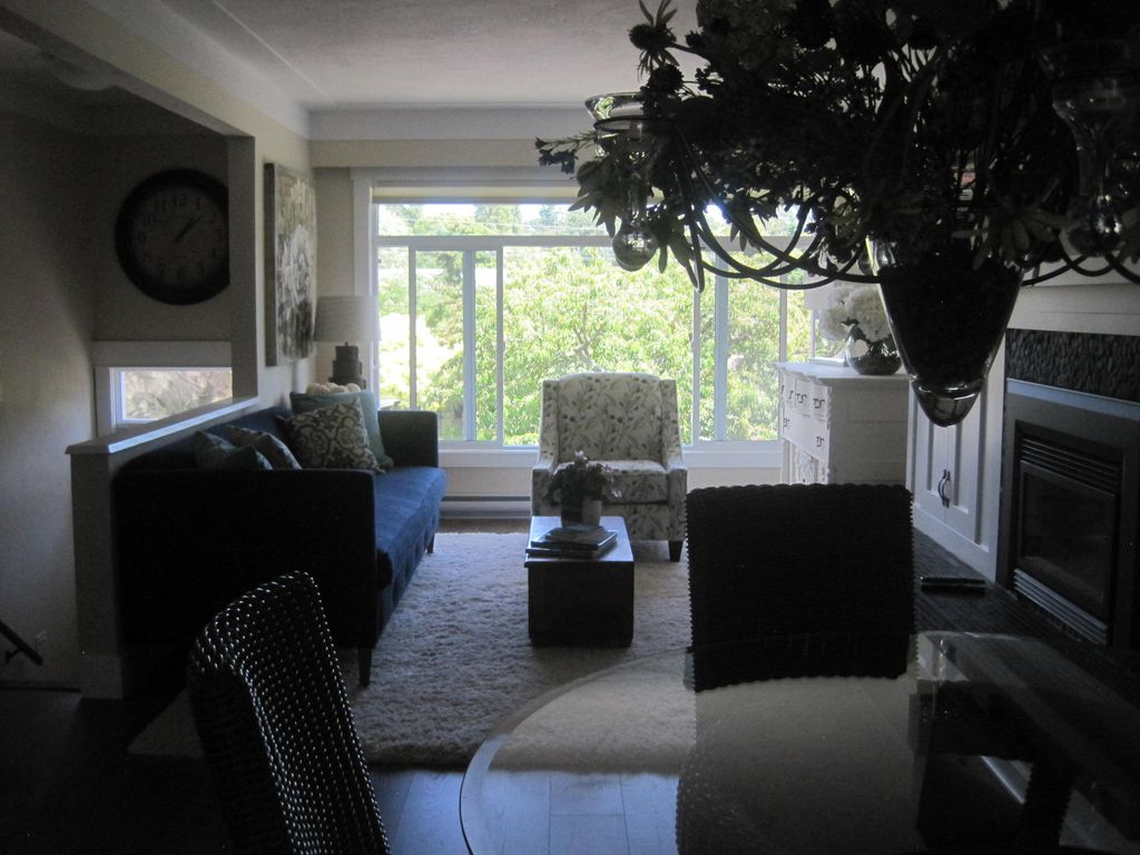 Newly Renovated 2 BR Suite w/ext. Patio, Gas Fireplace, In-Suite Laundry, WiFi