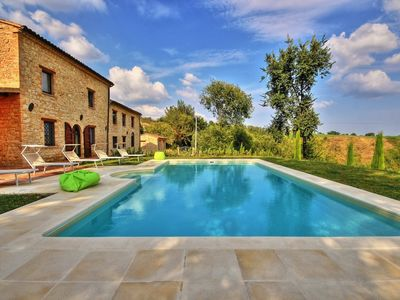 Photo for Villa San Giovanni, with pool and panoramic view in the hills of Penna San Giovanni