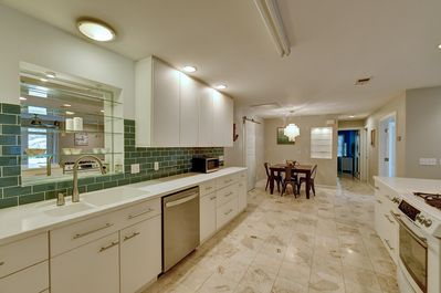 Beautiful Chef's Kitchen with all the comforts of home!