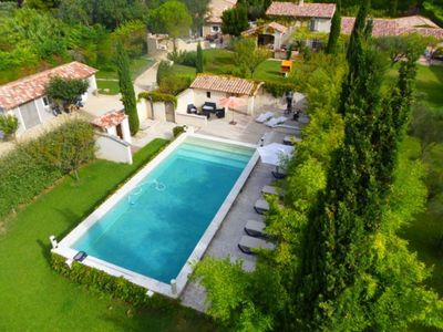 Photo for Charming cottage with communal pool and sauna in the Alpilles - 2 pers
