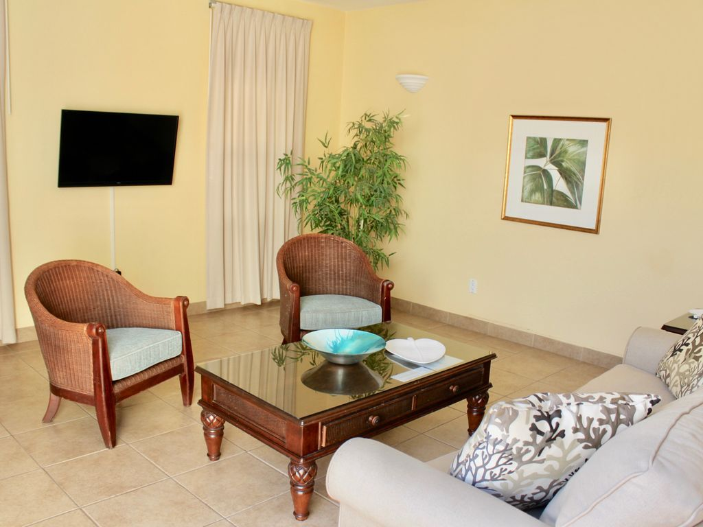 Huge 1 Bedroom Sleeps 4 Private Courtyard