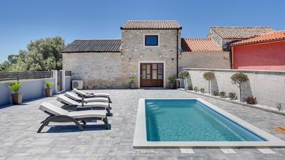 Photo for Lovely 2-bedroom villa with private pool near Pula