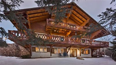 Photo for Authentic 6BR Mountain Home + Hot Tub + Sauna + Ski Shuttle - Senner Chalet