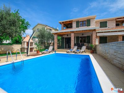Photo for Family friendly, quiet location, pool, near the beach, barbecue