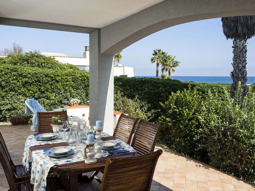 Villa with superb garden and access to the sandy beach of for Ascensori esterni per case al mare
